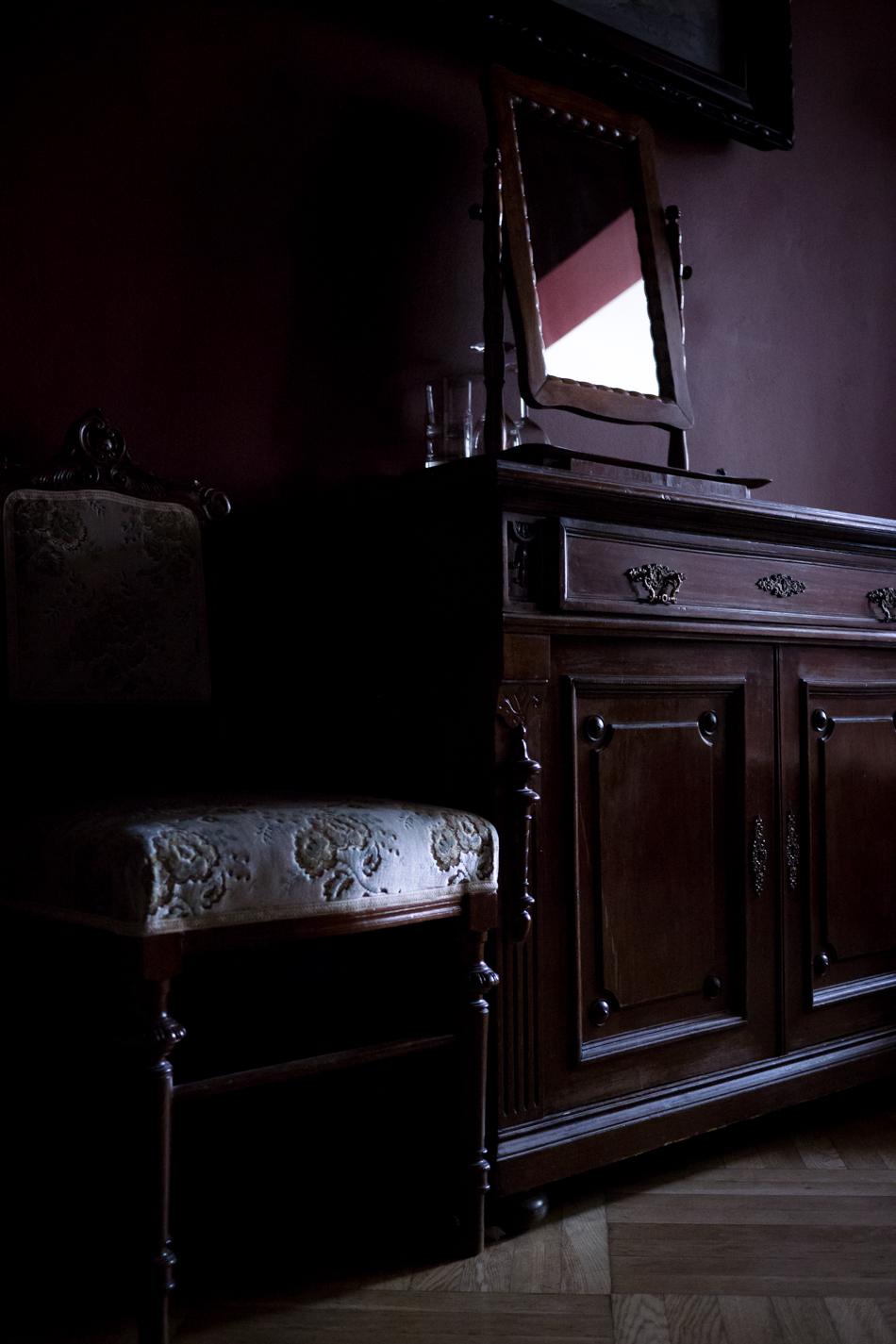 dark hotel